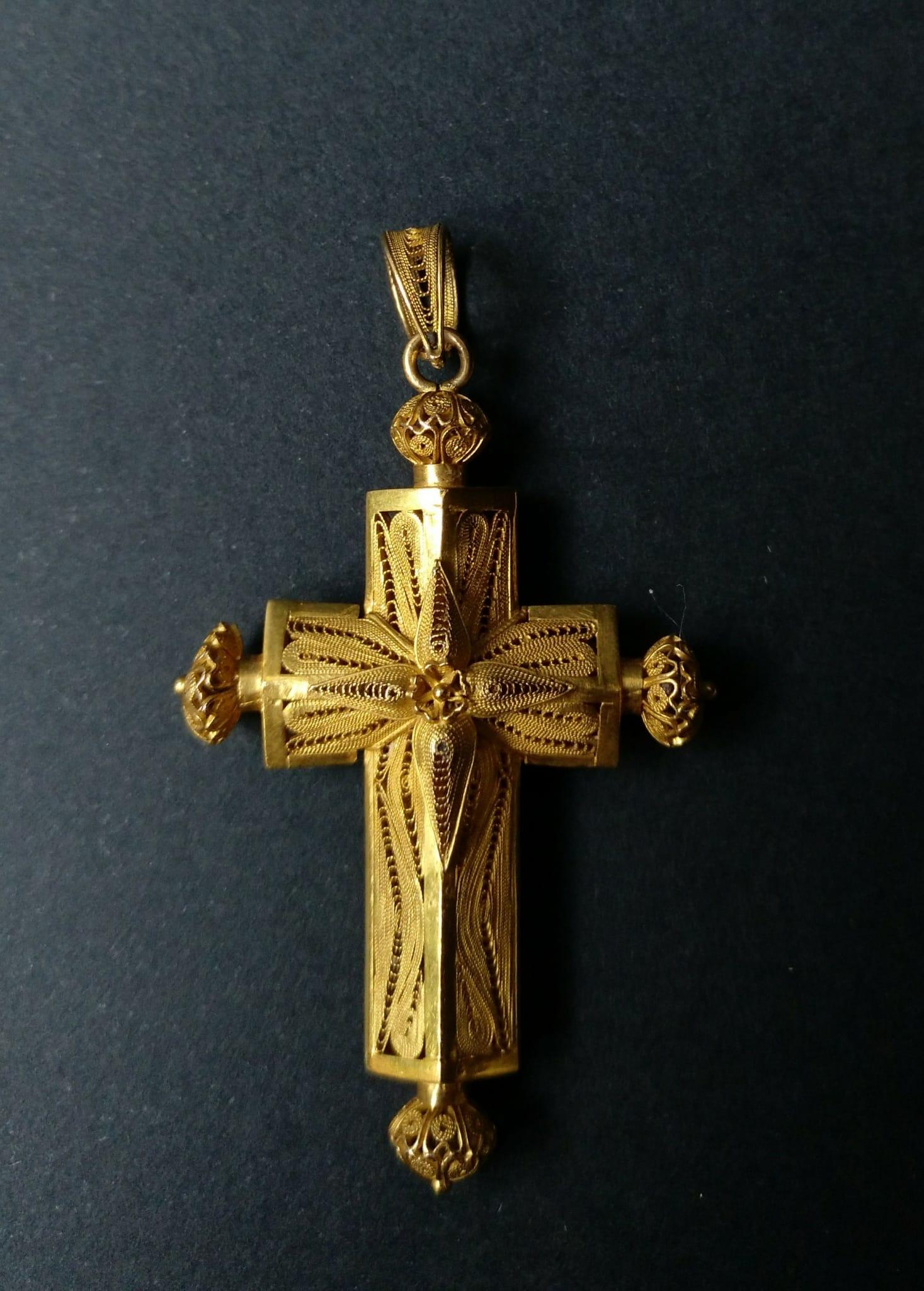 Cruz de filigrana de Oro, México, Oaxaca /Sangleyes (chinos en Filipinas) , s. XIX